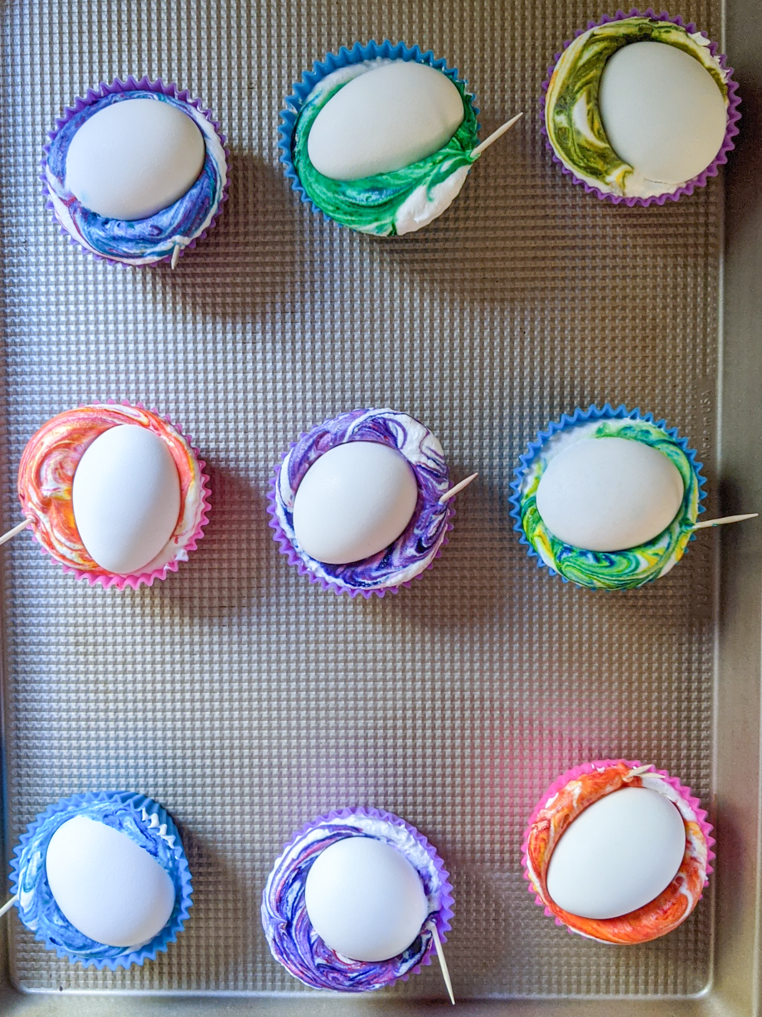Tie-dyeing egg step 1